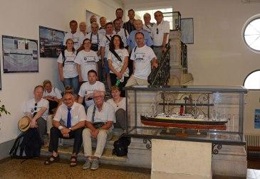 Im Treppenhaus der Maritimen Fakultät der Universität gibt es eine Titanic-Ausstellung.