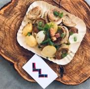 Wursteria_Bratkartoffeln_Batatas, salsichão branco, bacon, cebola e cebolinha