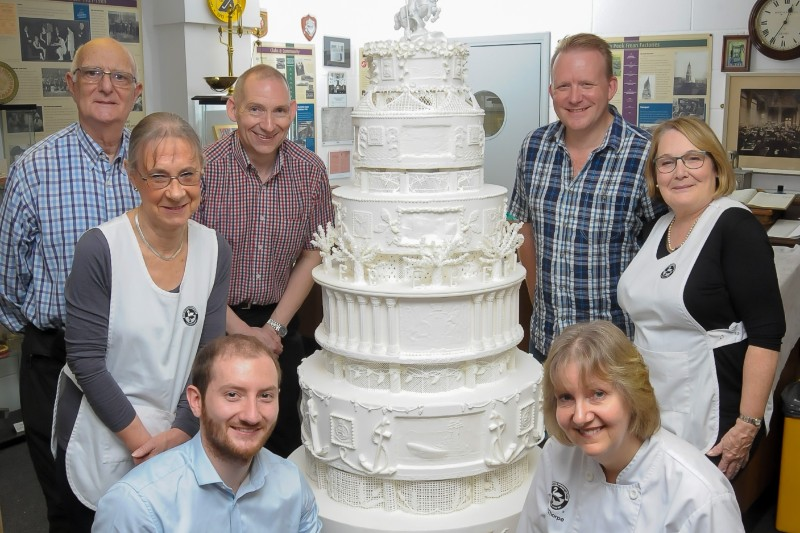 MIKE WMG AND BSG MEMBERS WITH THE QUEEN'S CAKE