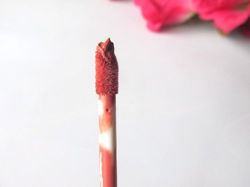Lakme Absolute Matte Melt Liquid Lip Color Peach Rose wand applicator