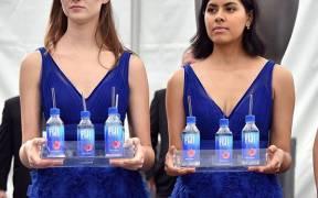rs x fiji water girls sag awards