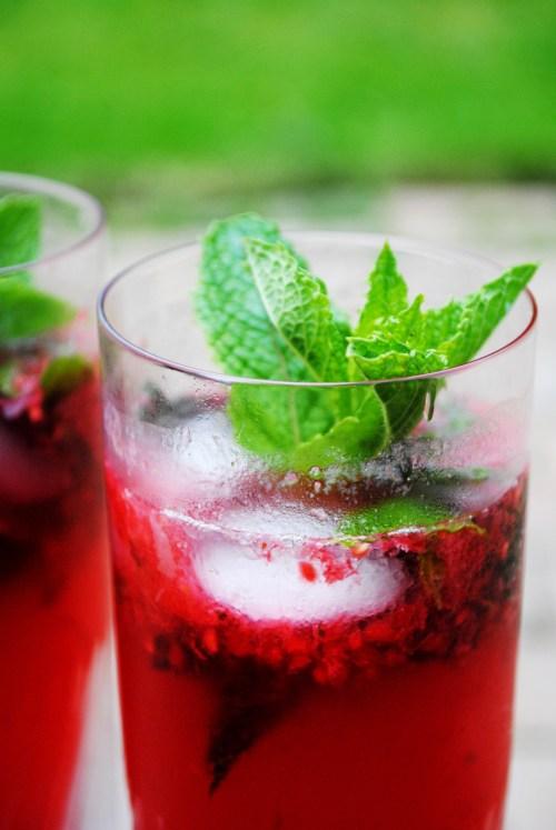 Raspberry Mojitos | bsinthekitchen.com
