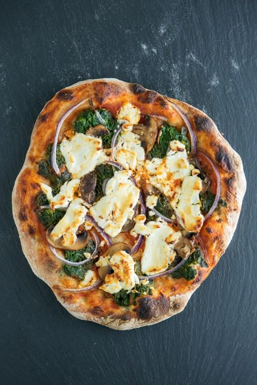 Spinach, Mushroom & Goat Cheese No-Knead Pizza | bsinthekitchen.com #pizza #dinner #bsinthekitchen