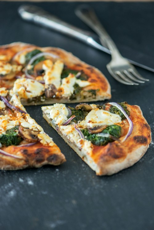Spinach, Mushroom & Goat Cheese No-Knead Pizza | bsinthekitchen.com #pizza #dinner #bsinthekitchen