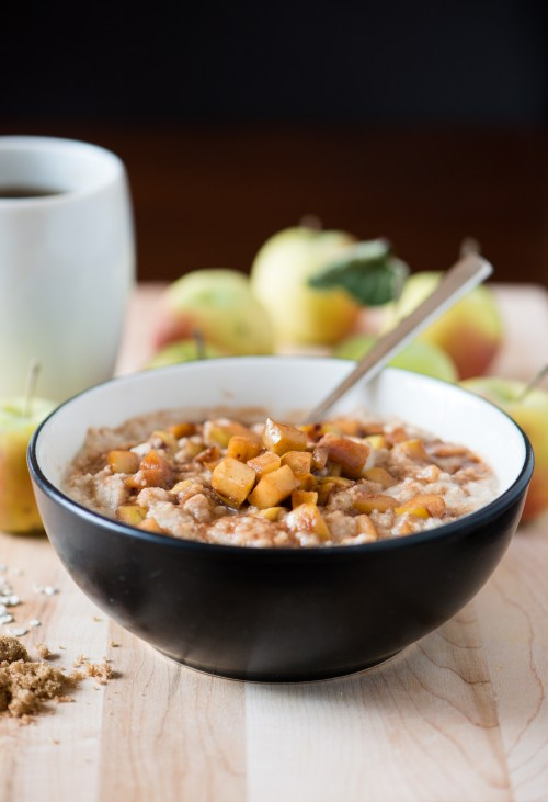 Apple Pie Oatmeal | bsinthekitchen.com #breakfast #apples #bsinthekitchen