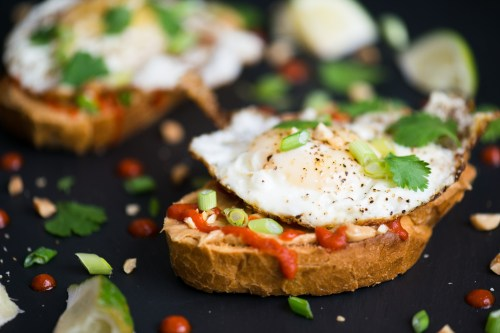 Fried Egg, Sriracha, & Peanut Butter Toast | bsinthekitchen.com #sriracha #toast #bsinthekitchen