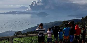 Taal volcano: Philippines cracks down on people going home after evacuation