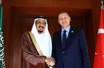 Turkish President Recep Tayyip Erdogan right, shakes hands with Saudi King Salman bin Abdul Aziz al Saud in Antalya, Turkey, on Nov. 14, 2015.