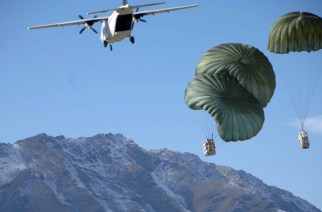 Blackwater CASA 212 over Afghanistan dropping supplies to U.S. Army soldiers. © soldiersmediacenter / Wikipedia