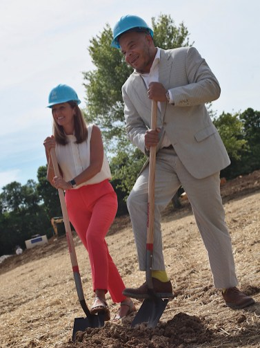 Habitat for Humanity president and CEO Wendi Goodlett and Bloomington deputy mayor Don Griffin.