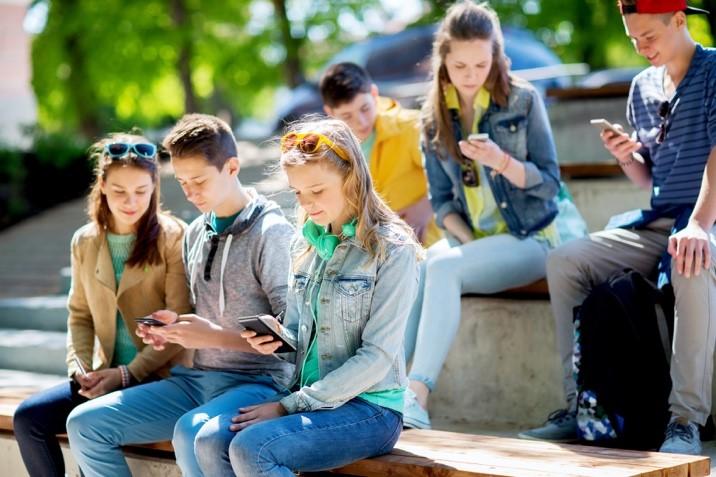"""""""Immer App-to-date?!""""  – Fluch und Segen für die 'Generation Handy'!"""