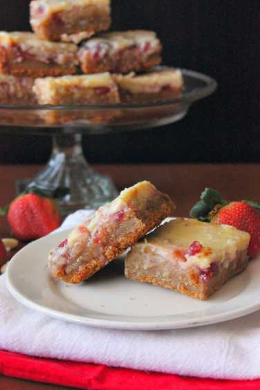strawberry-blondies-4