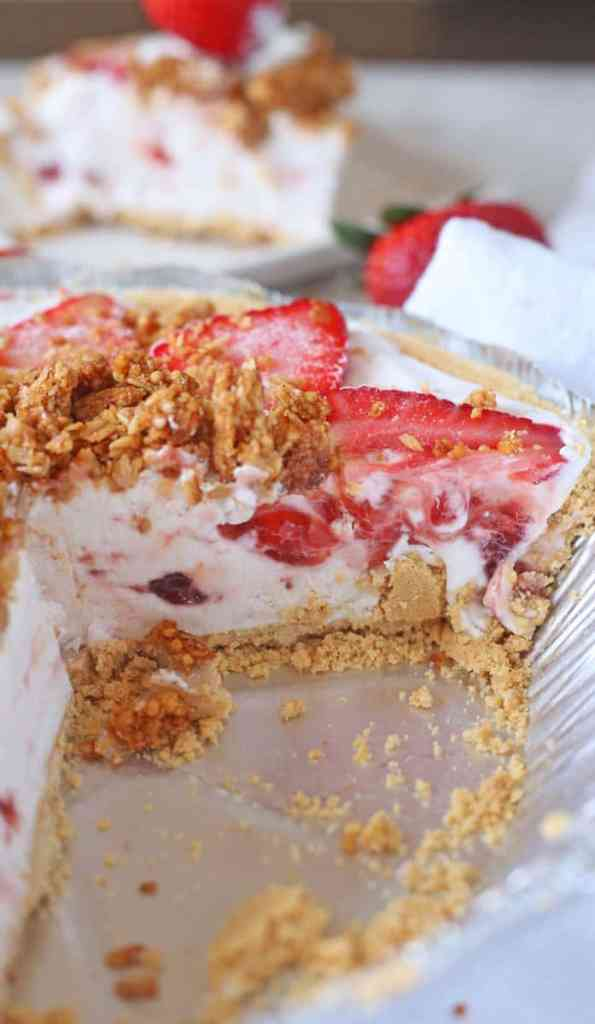 Strawberry and Granola Yogurt Pie