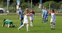 Hovås Billdal jublar över Pau Nyströms 2-0-mål.