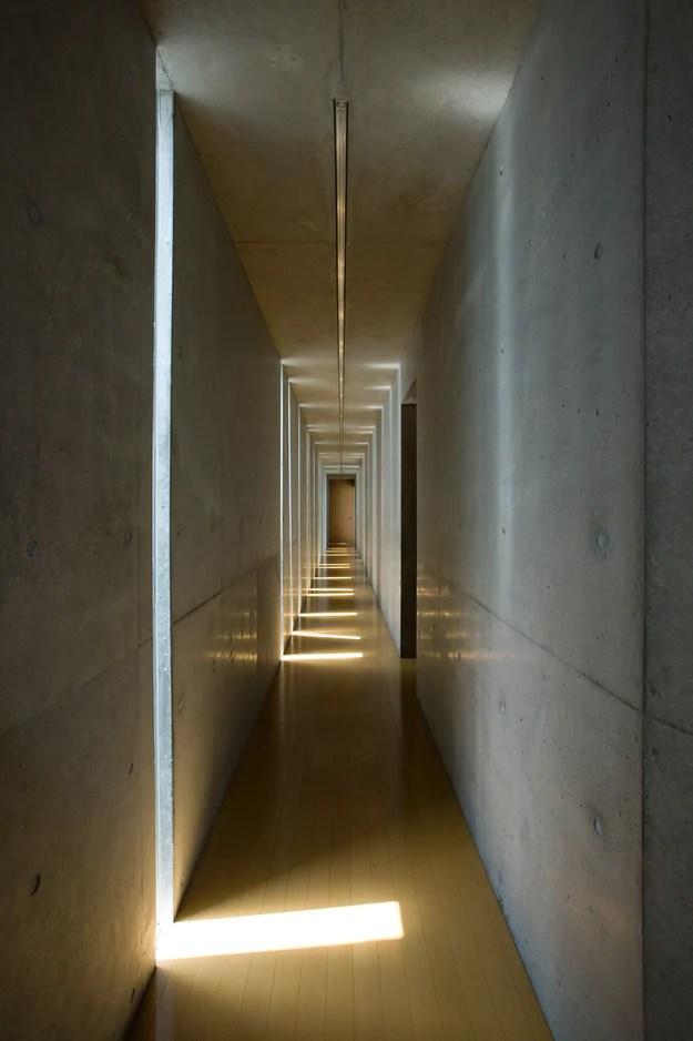 Slit House par le bureau d'études EASTERN, Préfecture de Shiga, Japon