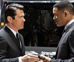 Weekend Movie Reviews: Men In Black 3, Apocalypto, The Grey