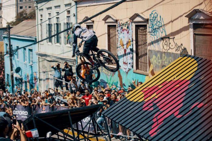 Rider Chileno Pedro Ferreira Vence Downhill Urbano Red Bull Valparaíso Cerro Abajo 2019