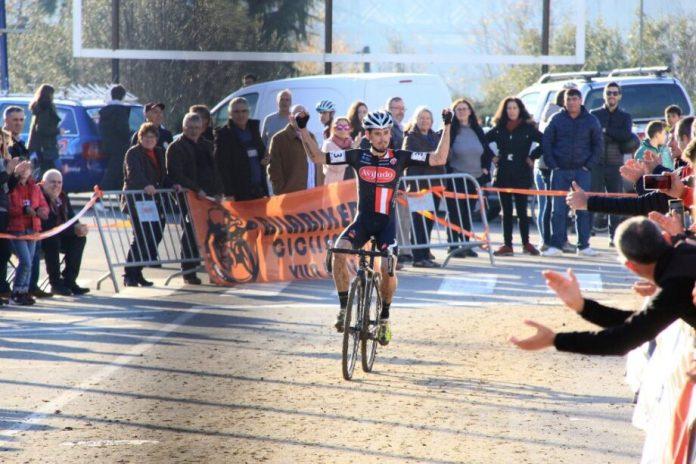 Márcio Barbosa (Aviludo-Louletano) e Ana Santos (Axpo/FirstBike Team/Vila do Conde) revalidaram hoje, em Vila Real, os títulos nacionais de ciclocrosse