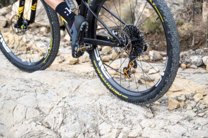A Pirelli Velo Lança O Novo Pneu Scorpion Xc Rc, 100% Orientado Para Corridas