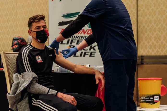 Ciclistas da UAE Emirates vacinados contra a Covid