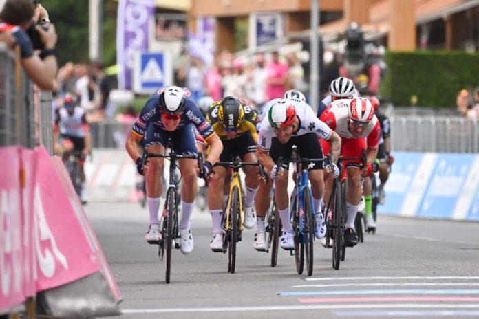 Tim Merlier Vence Segunda Etapa Ao 'Sprint', Filippo Ganna Segue Líder Do Giro