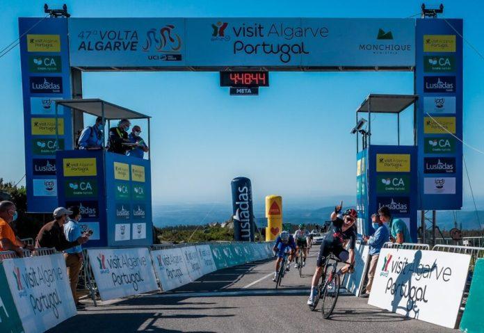 Volta Ao Algarve 2ª Etapa   Ethan Hayter Veste-Se De Amarelo Na Fóia