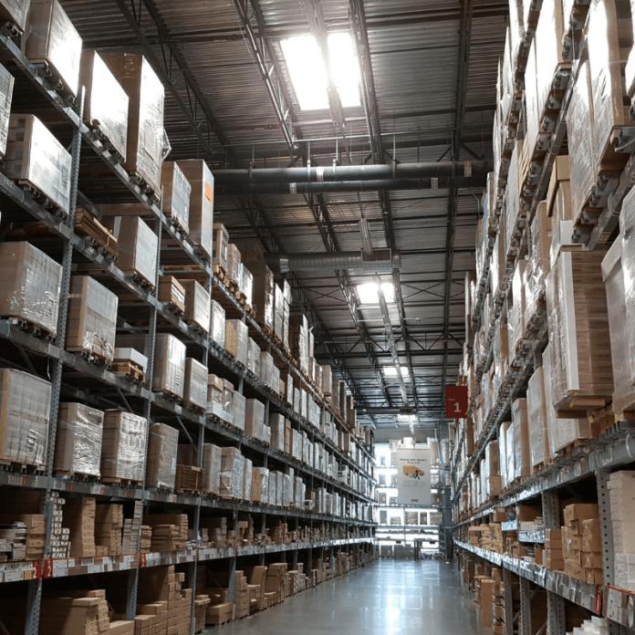 goederenopslag opslagruimte opslagstellingen bewaren laden lossen ompakken opslagdiensten