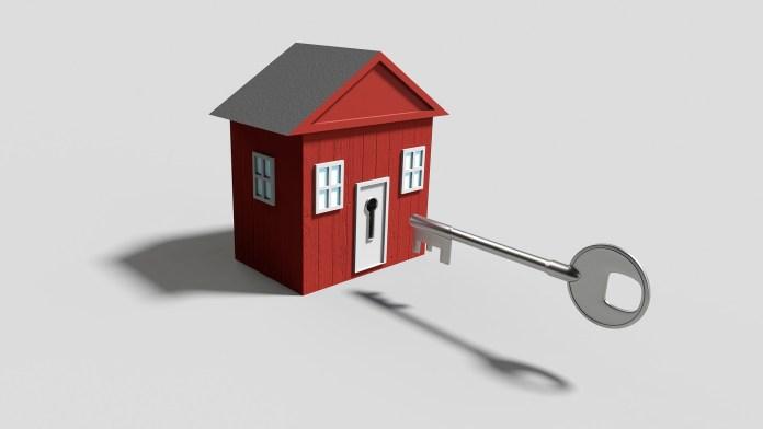 verhuurcontracten rood huis met grote sleutel