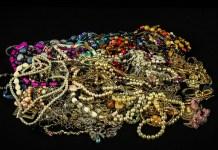 Juwelen Schat Parels Kralen Gems Goud Zilver bijouterieën, sieraden en diamanten