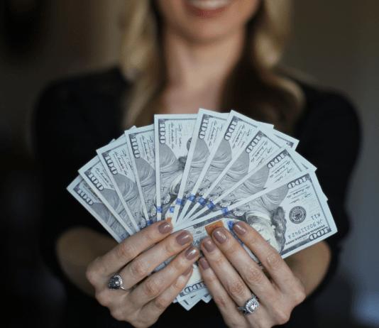 Geld storten dollars