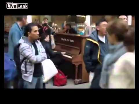 Dude Sits Down At Public Piano Gives it a Schoolin