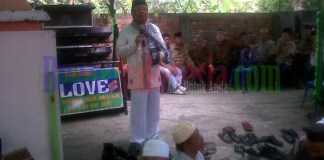 Baryadi saat memberikan sambutan dihadapan ratusan masyarakat Tanjung raja