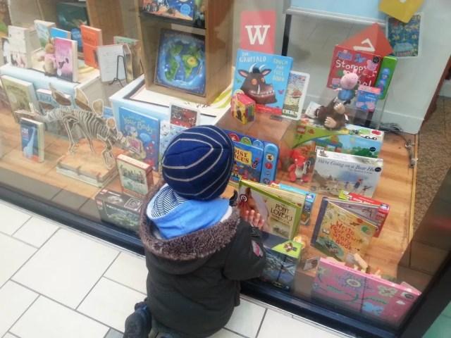 Books shop window #shop #cbias