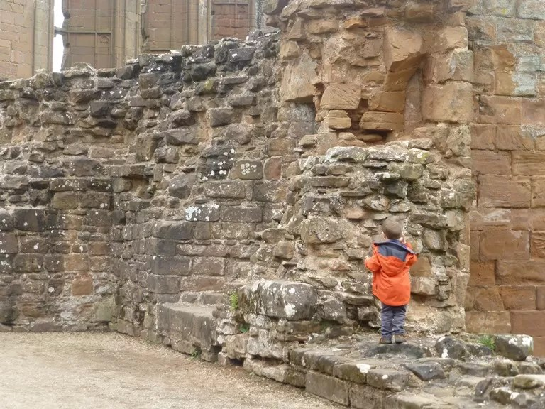 exploring ruins at kenilworth castle