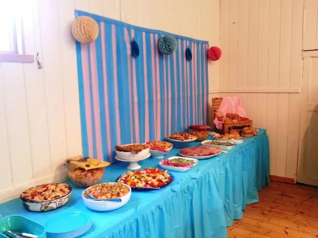 adult food table - blues and pinks