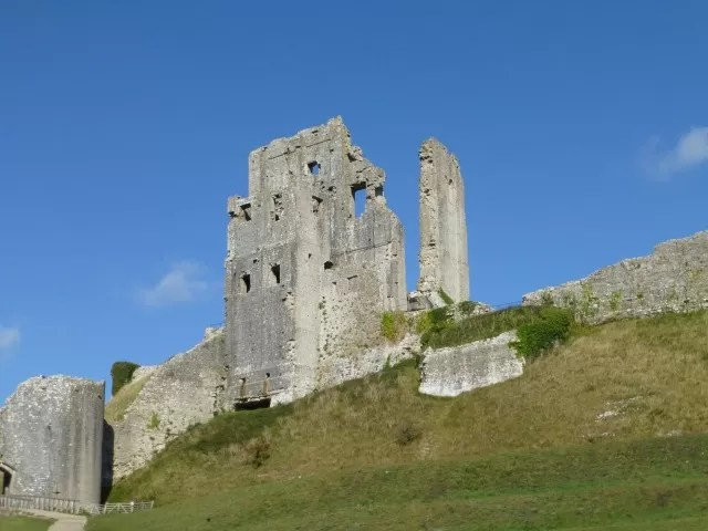 corfe castle ruins c