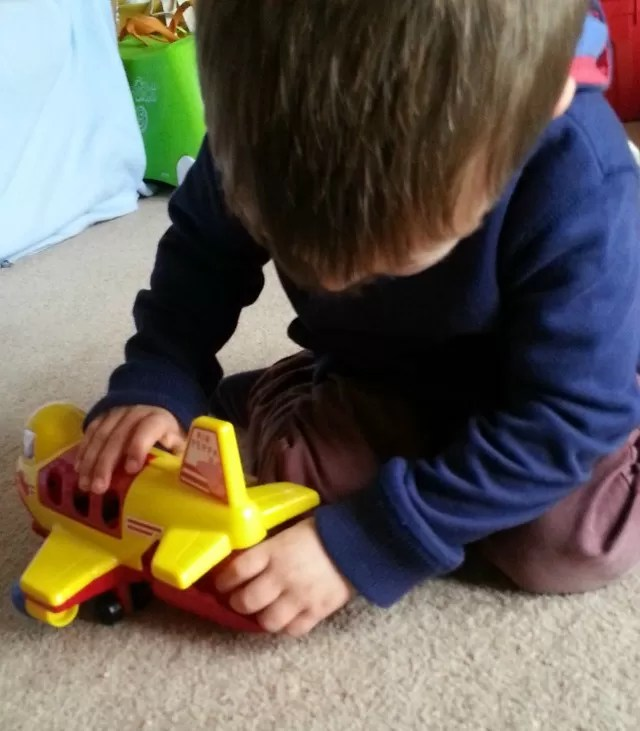 opening the jumbo jet hold peppa pig