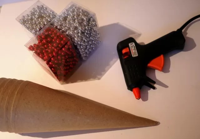 make a beaded christmas tree cone