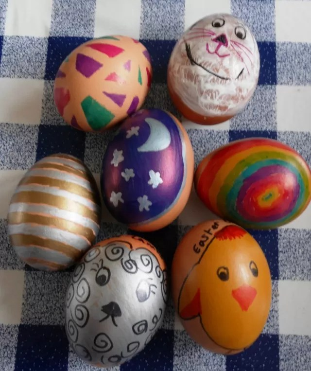 sharpie decorated easter eggs