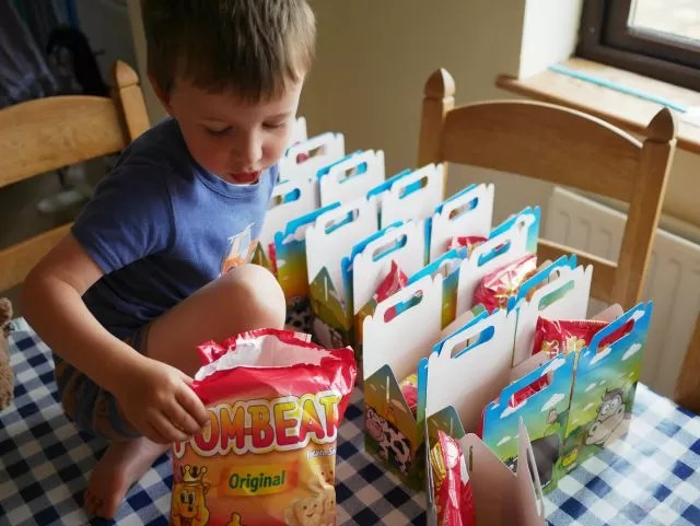 making up party lunchboxes