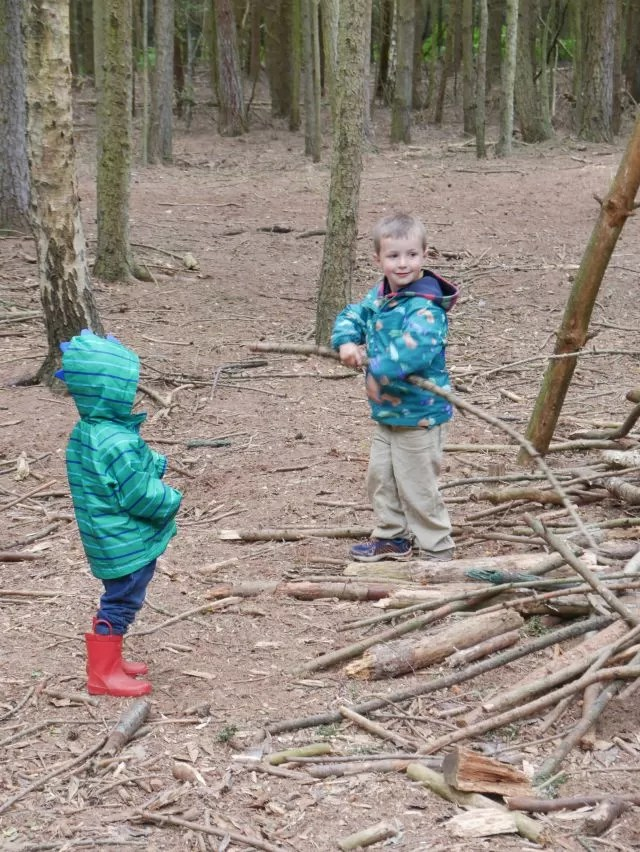 showing others how to make a den