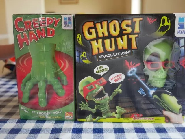 Creepy Hand and Ghost Hunt games from Megableu