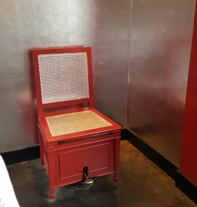 toilet at Upton House