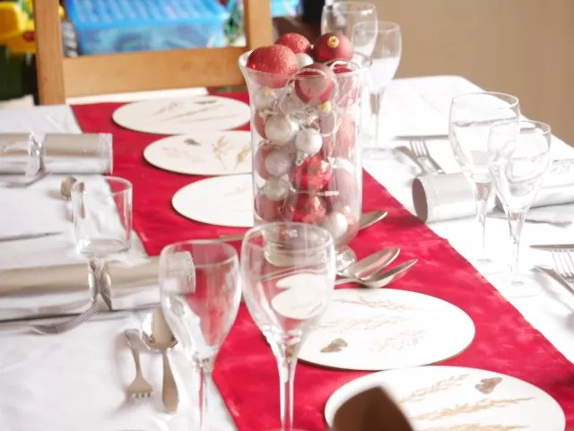 red and white christmas day table scape settings