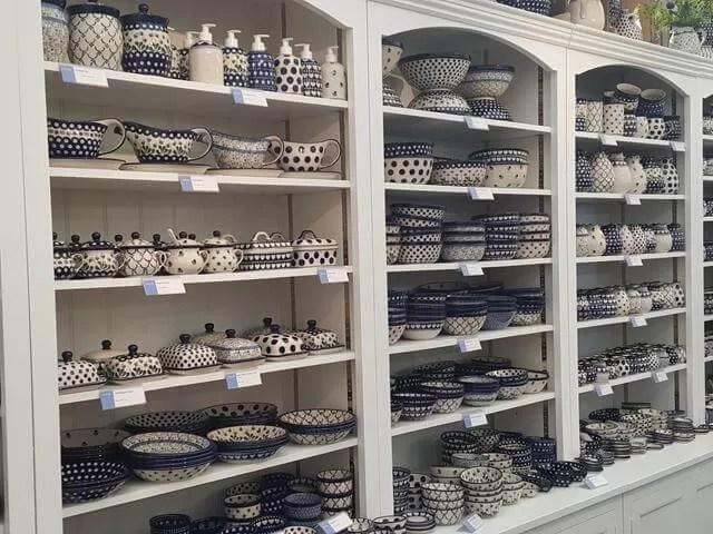 earthernware crockery display