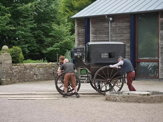 moving carriages for a photoshoot