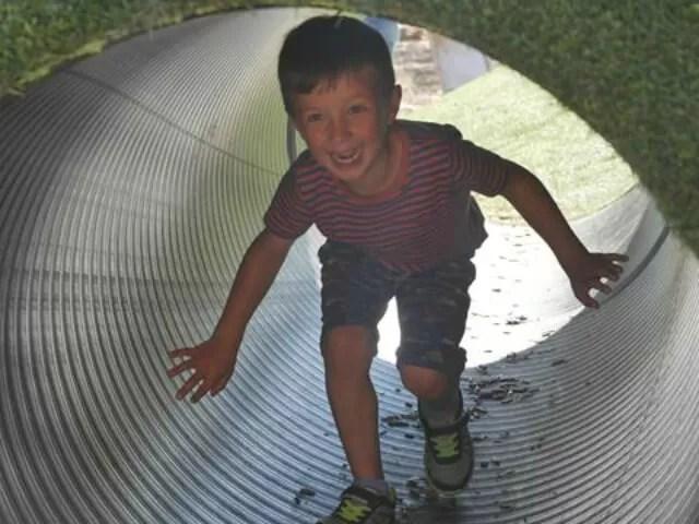 odds-farm-park-play-tunnel