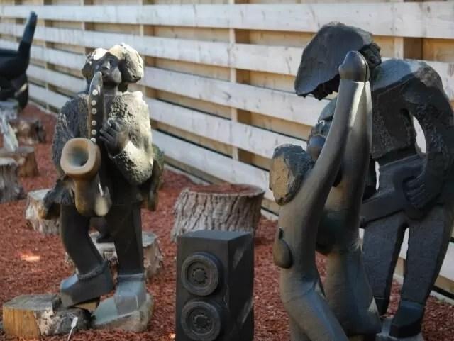 african-sculpture-at-tamba-park