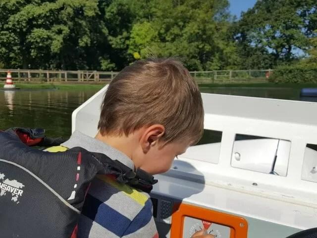 driving-boats-on-the-tamba-park-lake