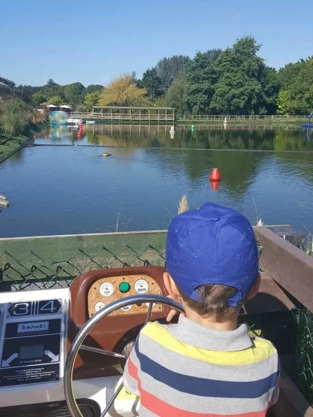 driving-motorboats-at-tamba-park